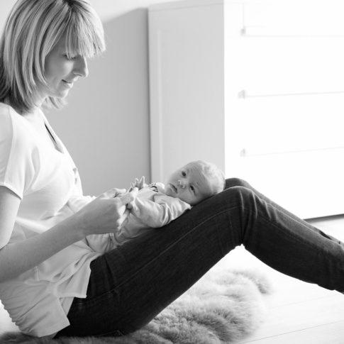 Newbornfotografie lifestyle - Foto's van newborn in babykamer